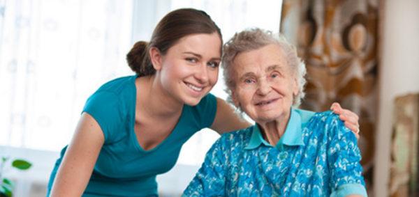 Praca opiekuna osoby starszej za granicą